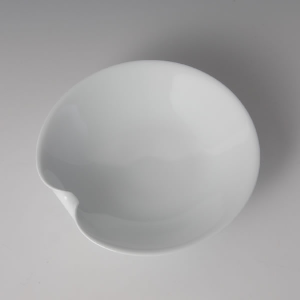 HAKUJI IPPOOSHI TAYOBACHI (White Porcelain Bowl with finger-pushed on one side)