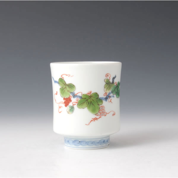 SOMENISHIKI BUDOMON YUNOMI (Teacup with Grape design in polychrome overglaze painting)