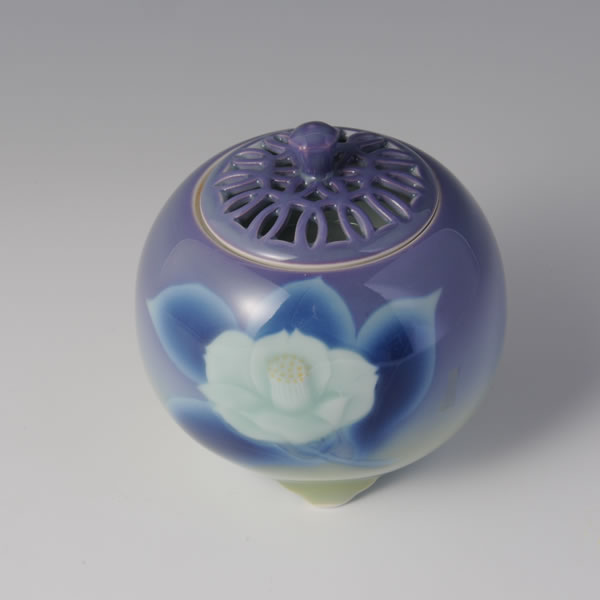 MURASAKITSUBAKI MARUCHU MITSUASHI KORO (Spherical Purple footed Incense Burner with Camellia design)