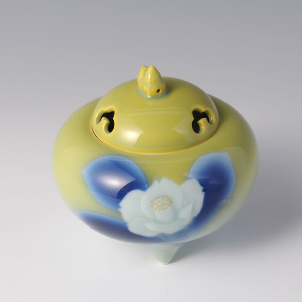 KITSUBAKI MARUKABU DAIKORO (Spherical Turnip shaped Incense Burner with Yellow Camellia design)
