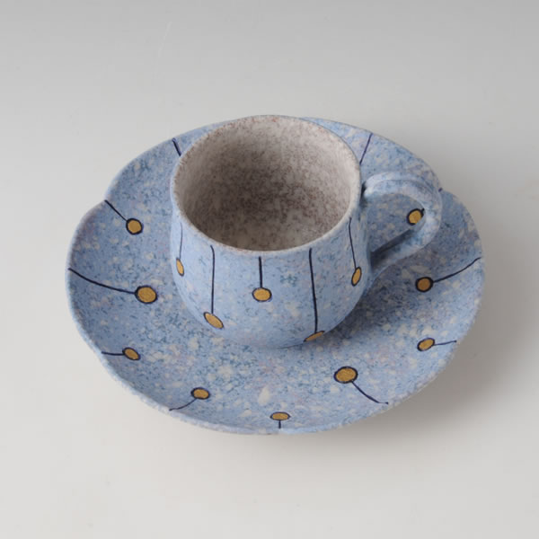SUIDEI KINHEKISAI SENMONWANZARA (Cup&Saucer with Sprayed Slip & Gold & Blue Grass Line decoration)