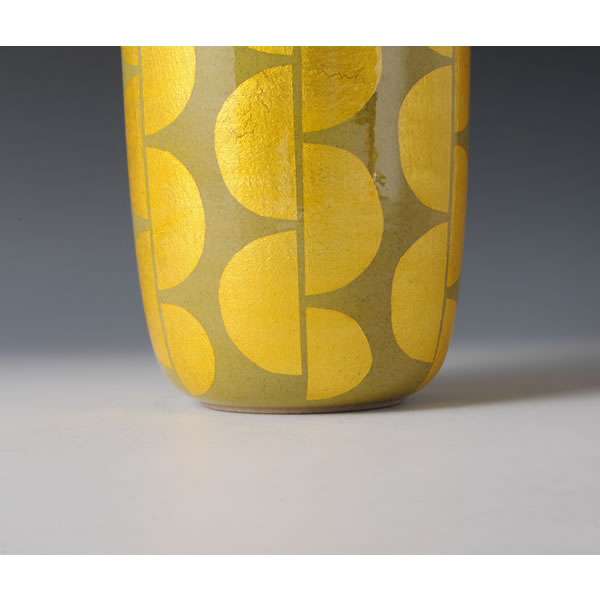 YURIKINSAI HANAIRE (Flower Vase in underglaze gold)