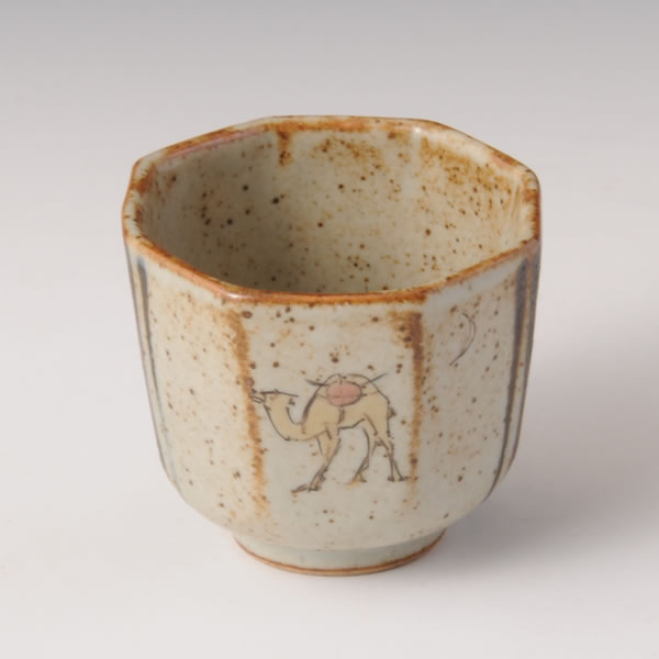 KINGINSAI IROE RAKUDAMON MENTORI GUINOMI (Faceted Sake Cup with Camel design in overglaze enamel)
