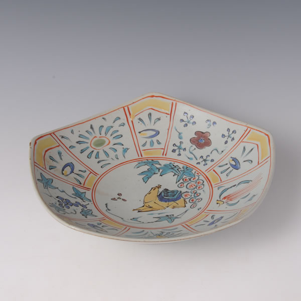 IROE FUYODE BUDORAKUDAMON GOKAKUHACHI (Bowl with Hibiscus Grape Camel design in overglaze enamel) Hizenyoshida ware