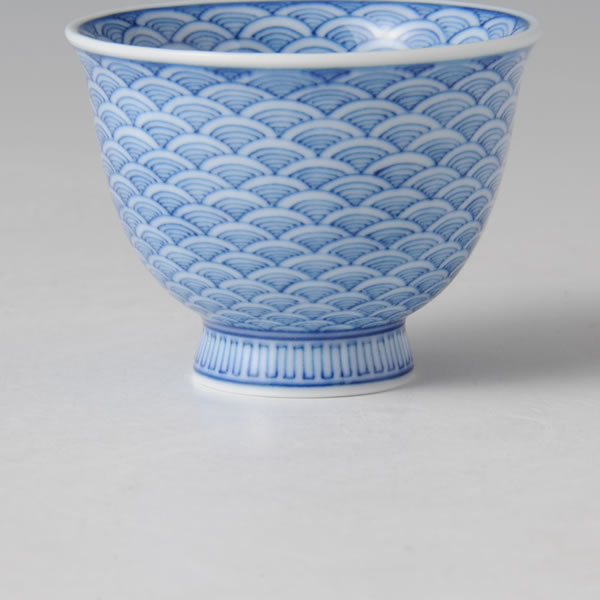 HIRADO SEIKAIHA SHUHAI (Hirado Sake Cup with the Semicircular Repeated Wave design) Mikawachi ware