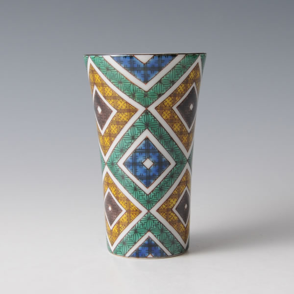 KUTANI IROE ISHIDATAMIMONCUP (Cup with Paved design in overglaze enamel) Kutani ware