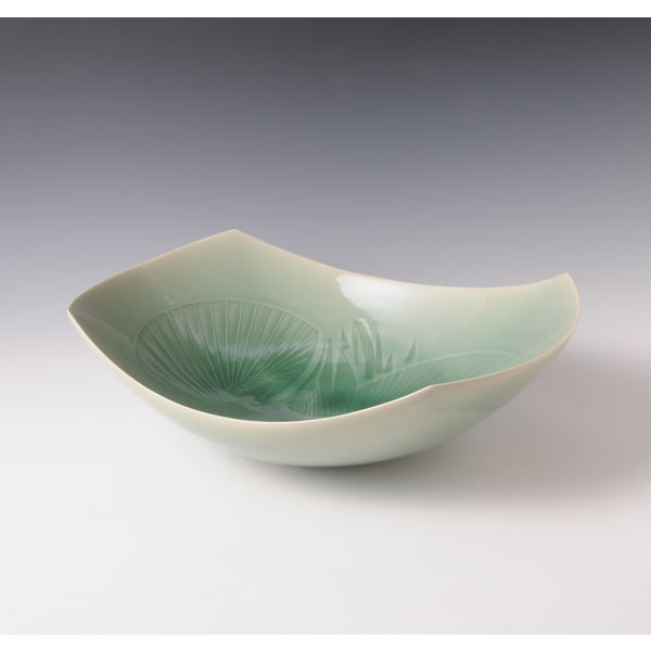 SUISEIJI MUGIMONHOKEI BACHI (Celadon Bowl with Wheat design A)