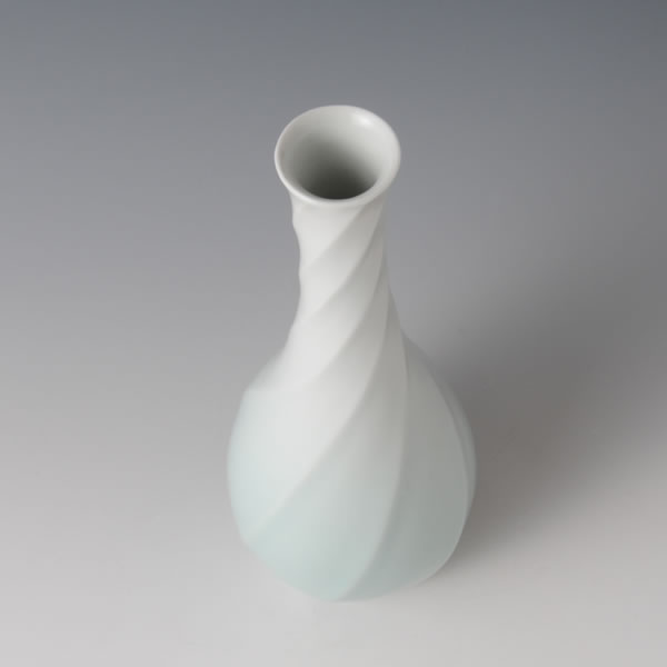 SEIHAKUJI RYUMON HANAIRE (White Porcelain Flower Vase with Current design with Pale Blue glaze) Kyoto ware